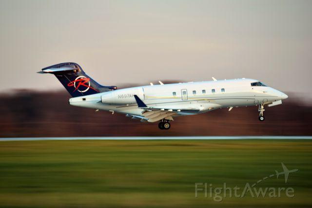 Bombardier Challenger 300 (N697AH)