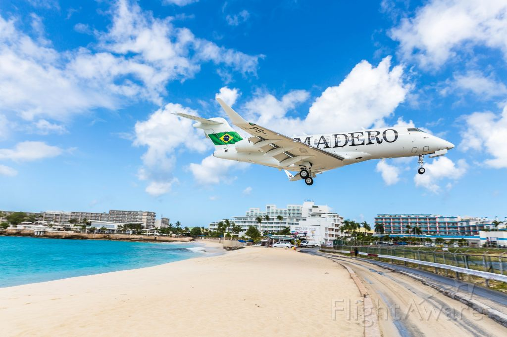 Bombardier Challenger 300 (PS-JRD) - Madero challenger 30 0ver the beach