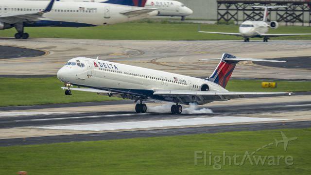 McDonnell Douglas MD-88 (N903DE) - Arriving 8Lbr /6/17/17