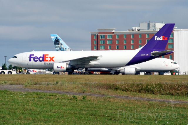 N651FE — - Photo taken on 30-July-11, after a short stay, it is seen taxing towards rwy 7 for takeoff.