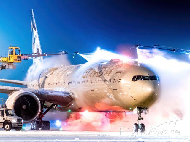 BOEING 777-300ER (A6-ETH)