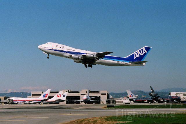 Boeing 747-200 (JA8181) - KLAX - JA8181 departing Runway 25R for Tokyo.