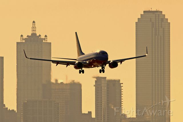 Boeing 737-700 — - Southwest 737-700 on final approach to KDAL in the early morning.