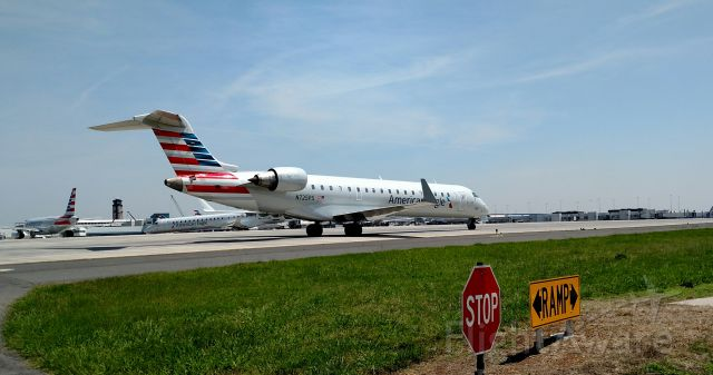 Canadair Regional Jet CRJ-700 (N725PS)