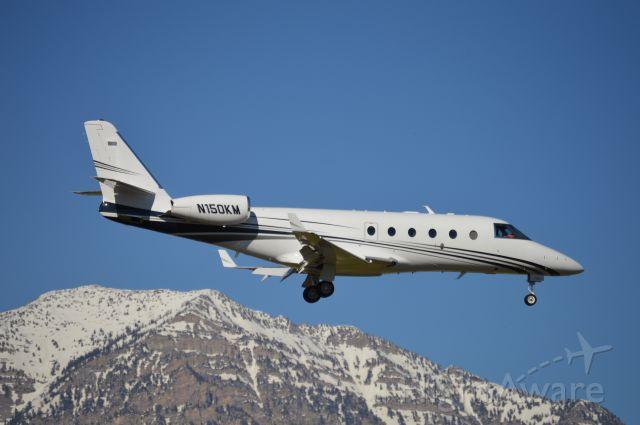 IAI Gulfstream G150 (N150KM) - On short-final for 13.