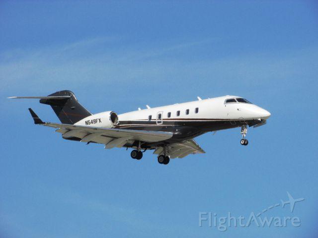Bombardier Challenger 300 (N549FX) - Landing RWY 20R