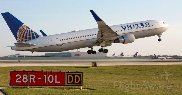 BOEING 767-300 (N652UA)