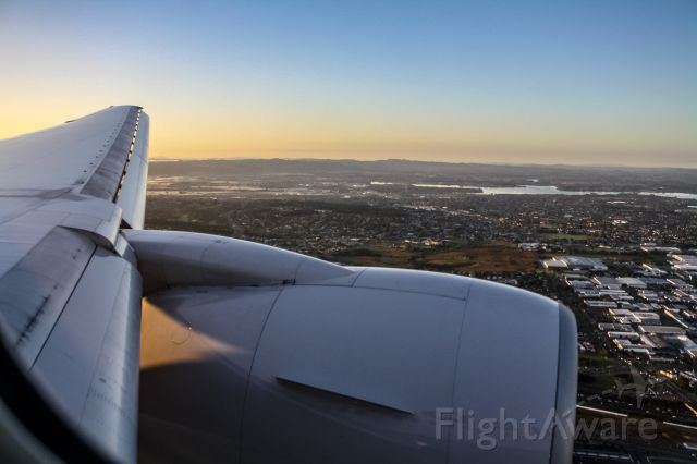 Boeing 777-200 (N229UA) - Flying into Auckland, New Zealand