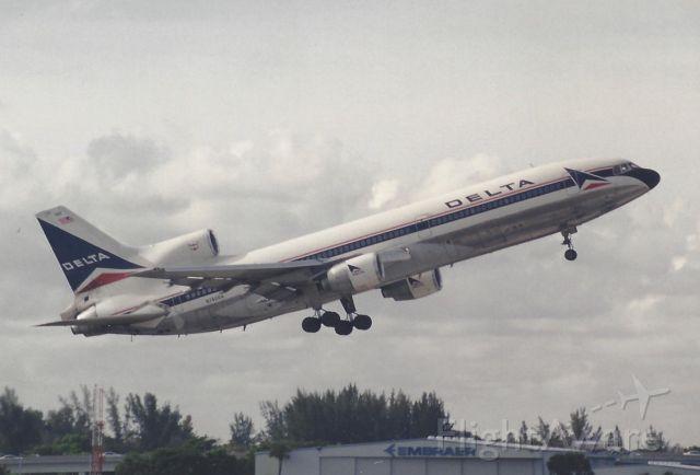 Lockheed L-1011 TriStar (N740DA) - 2000