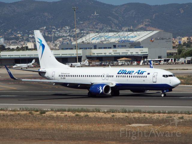 Boeing 737-700 (YR-BMI)