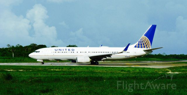 Boeing 737-800 (N73270) - UNITED B738 TAXING TO THE POSITION AT THE RUNWAY AT MDPP AIRPORT!