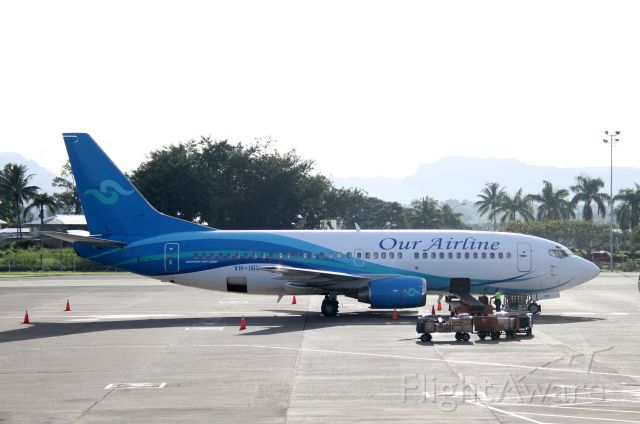 BOEING 737-300 (VH-INU)