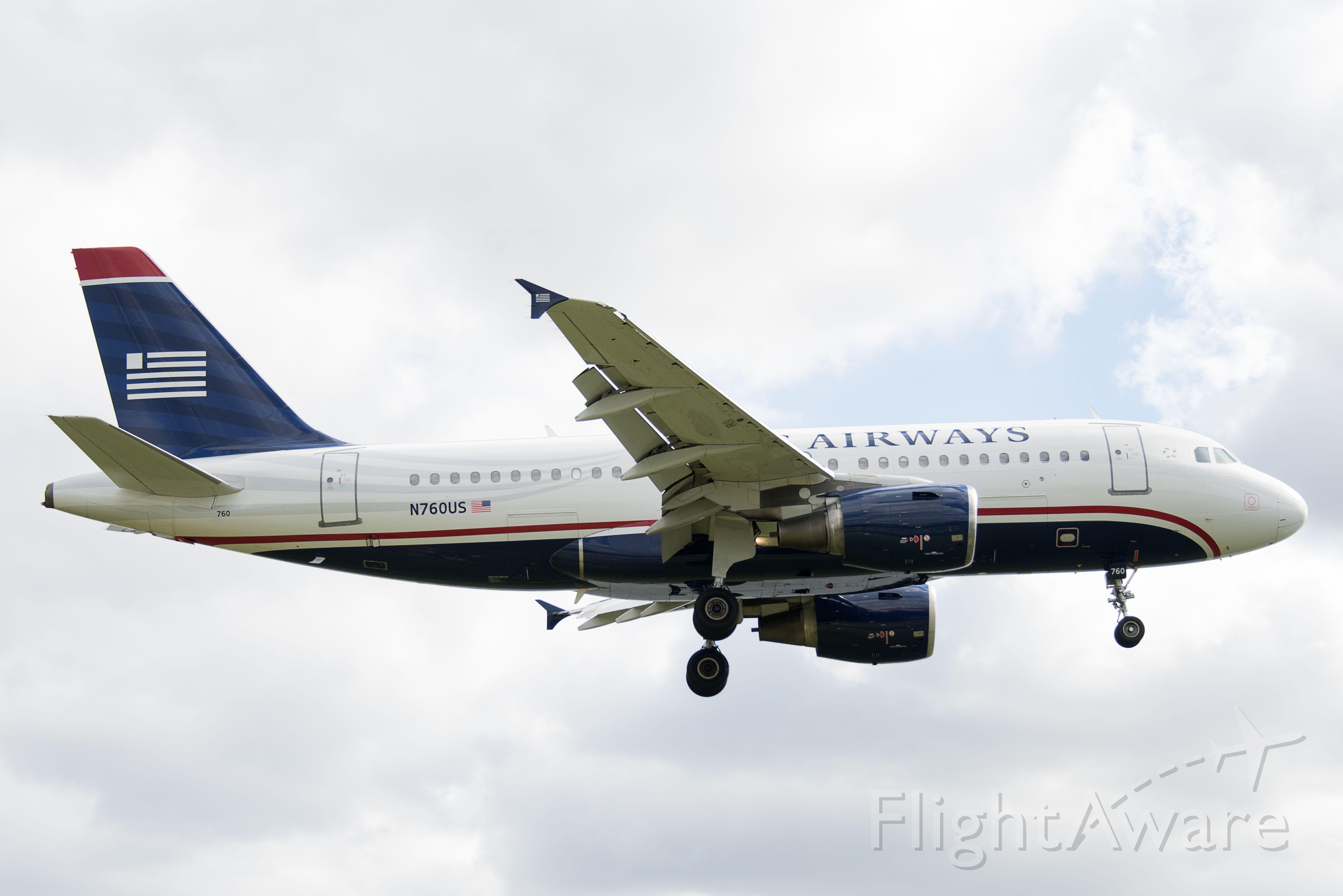 Airbus A319 (N760US)