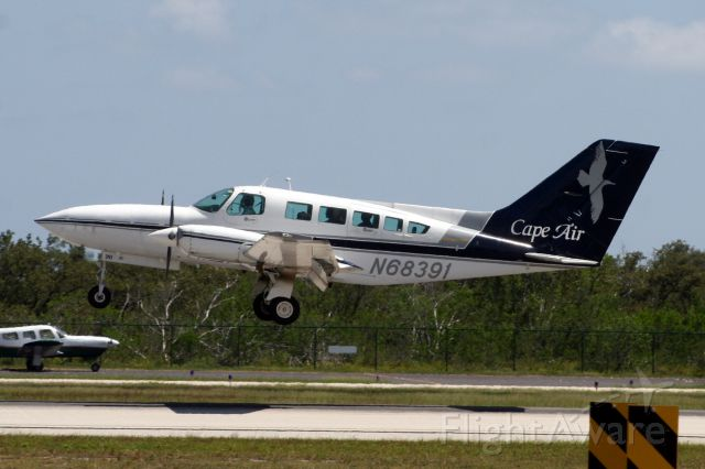 Cessna 402 (N68391) - On short finals for R09 on 29-Jul-10 operating flight KAP1211 from KRSW.