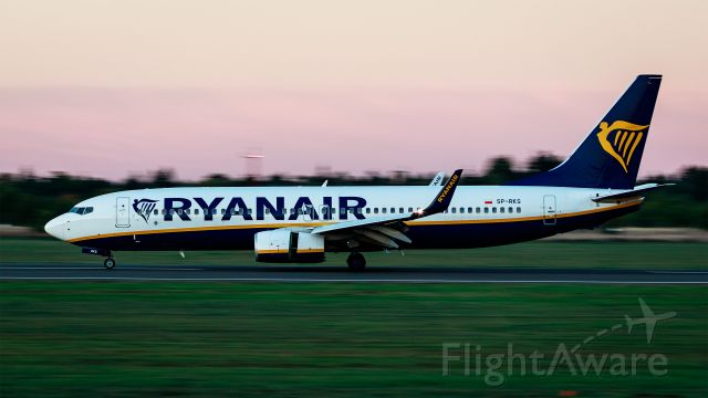 Boeing 737-700 (SP-RKS) - Golden Hour, EPPO