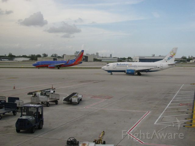 Boeing 737-700 (N274WN) - A tale of two 737s.