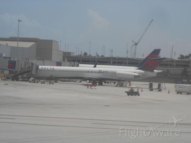McDonnell Douglas MD-88 (N934DL)