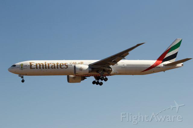 BOEING 777-300ER (A6-EBU)