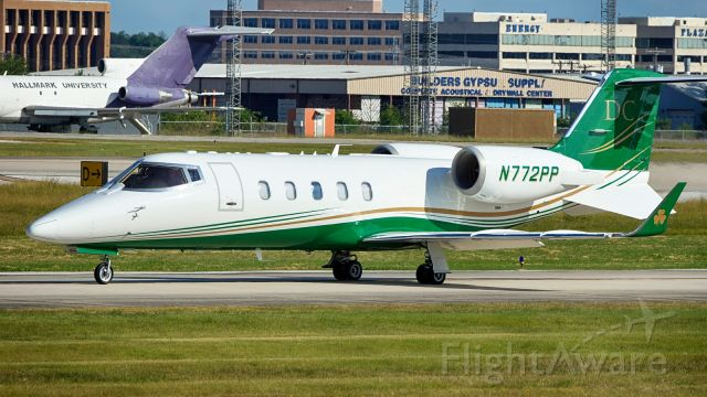 Learjet 60 (N772PP) - Taxiing to 22 for departure.