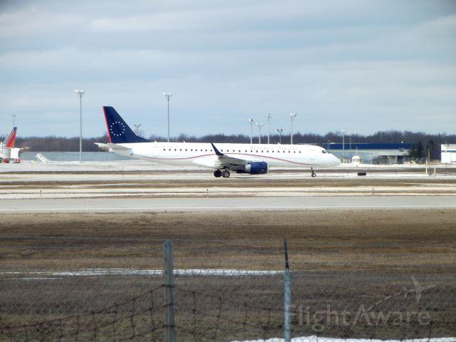 Embraer ERJ-190 (N177HQ)