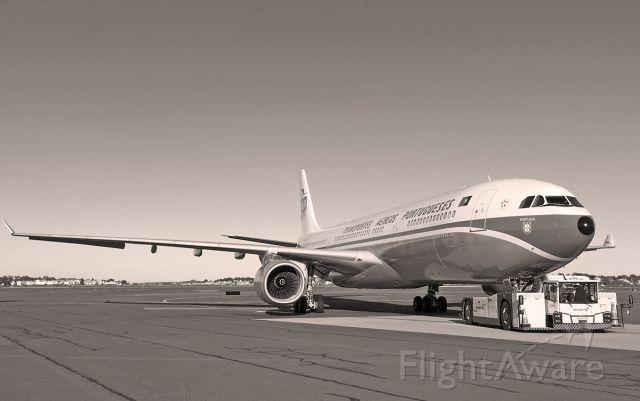 Airbus A330-300 (CS-TOV) - BW - Retro