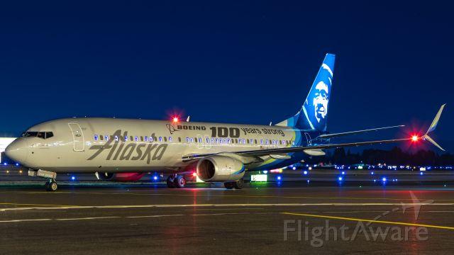 Boeing 737-900 (N248AK)
