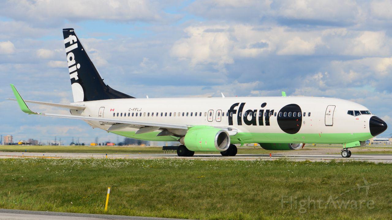 Boeing 737-800 (C-FFLJ)