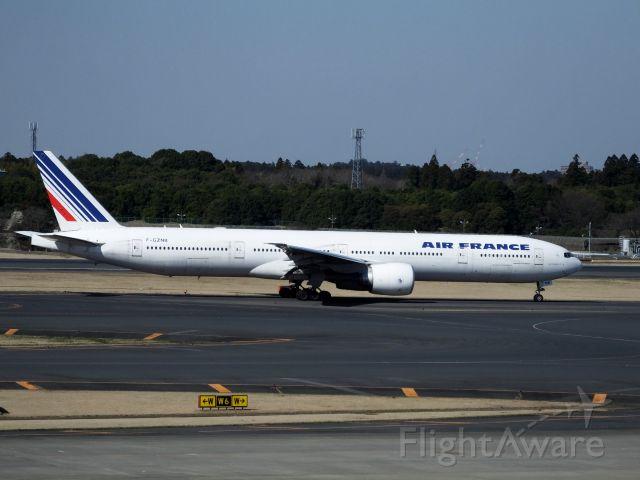 BOEING 777-300 (F-GZNB)