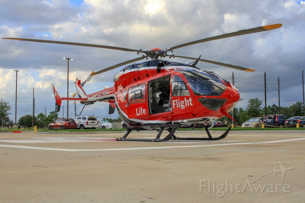 KAWASAKI EC-145 (N455MH) - Houston Hermann Memorial LifeFlight doing a patient transport at a Houston area hospital.