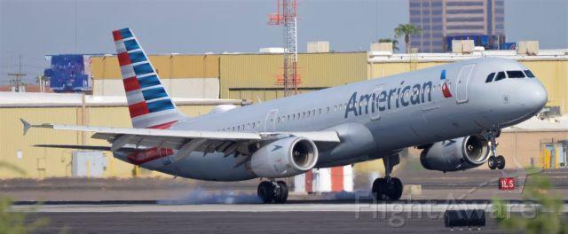 Airbus A321 (N537UW) - Phoenix Sky Harbor Interntional Airport rwy 8 09SEP19