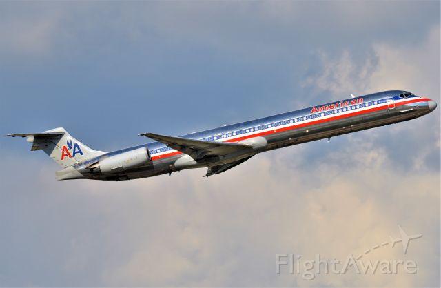 McDonnell Douglas MD-83 (N439AA)