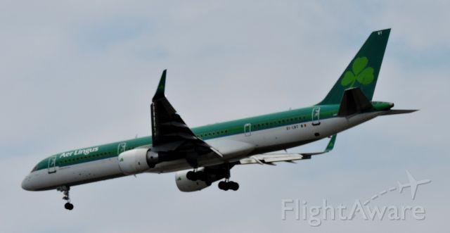 Boeing 757-200 (EI-LBT) - Moments before landing, spring 2019.