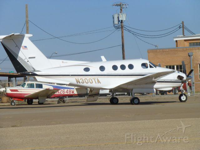 Beechcraft King Air 90 (N300TA)