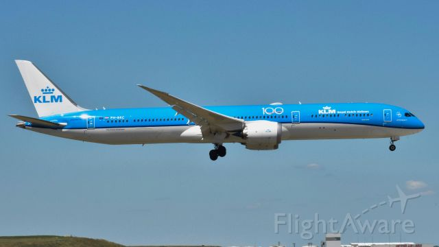 Boeing 787-8 (PH-BKC) - A KLM 78X landing at ORD