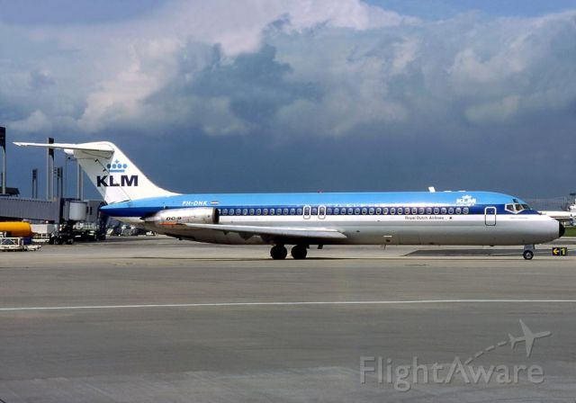 McDonnell Douglas DC-9-30 (PH-DNK) - scanned from postcard