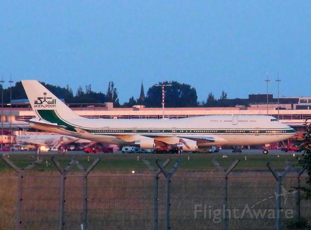 Boeing 747-400 (HZ-WBT7)