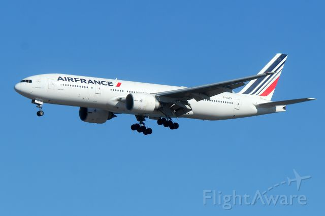 Boeing 777-200 (F-GSPV) - AFR 334 arriving from Paris