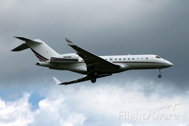 Bombardier Global 5000 (N130QS) - Landing on runway 24 at BDL