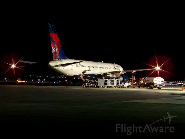 Boeing 757-200 (N631DL)