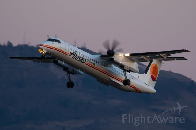 de Havilland Dash 8-400 (N421QX)