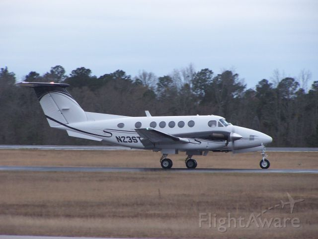 Beechcraft Super King Air 200 (N23ST) - Taxiing to ramp after flight from South Carolina