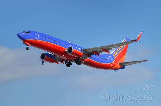 Boeing 737-800 (N8600F) - WN144 rotates off Runway 33 at KBDL 2/13/16
