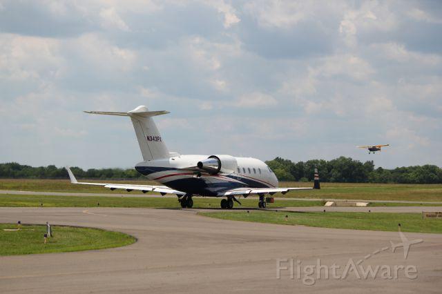 Canadair Challenger (N343FX)