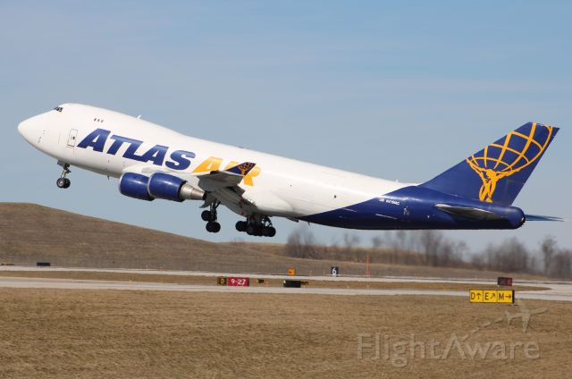 Boeing 747-400 (N419MC) - Atlas 747-400 rotating early on RWY 27 at CVG headed to ORD.