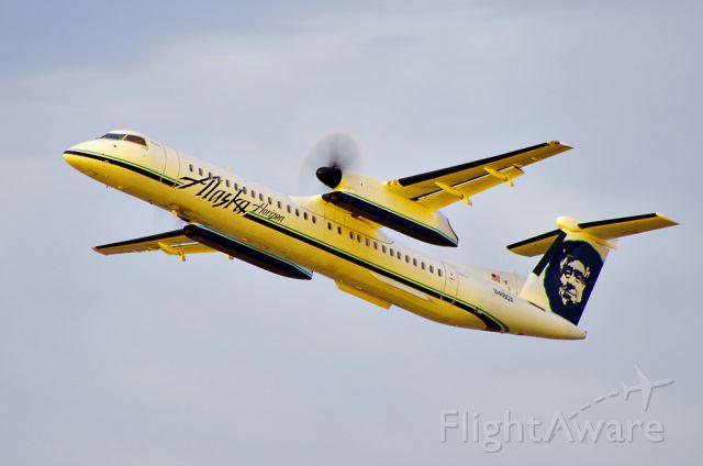 de Havilland Dash 8-400 (N418QX)