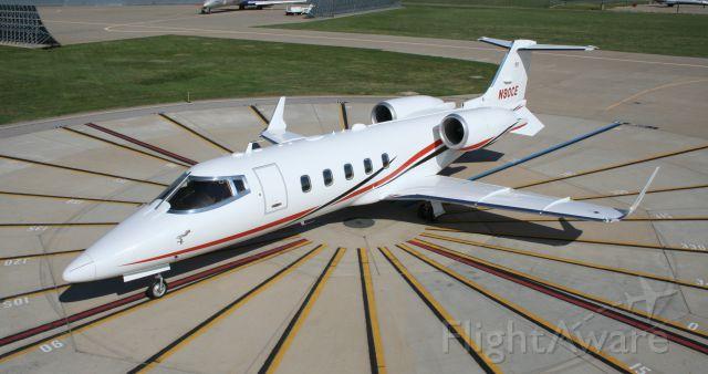 Learjet 60 (N90CE)