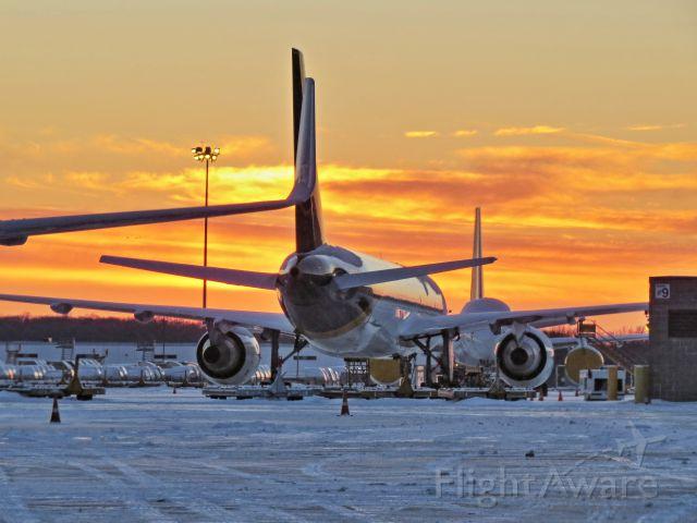 Boeing 757-200 (N140UP)