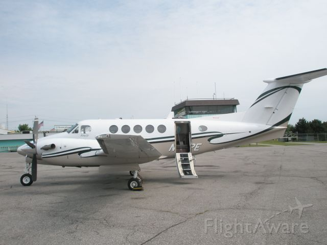 Beechcraft Super King Air 200 (N29PE) - Just arrived in Canada, eh!