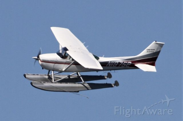 Cessna Skyhawk (N19752) - Over Mercer Island, WA