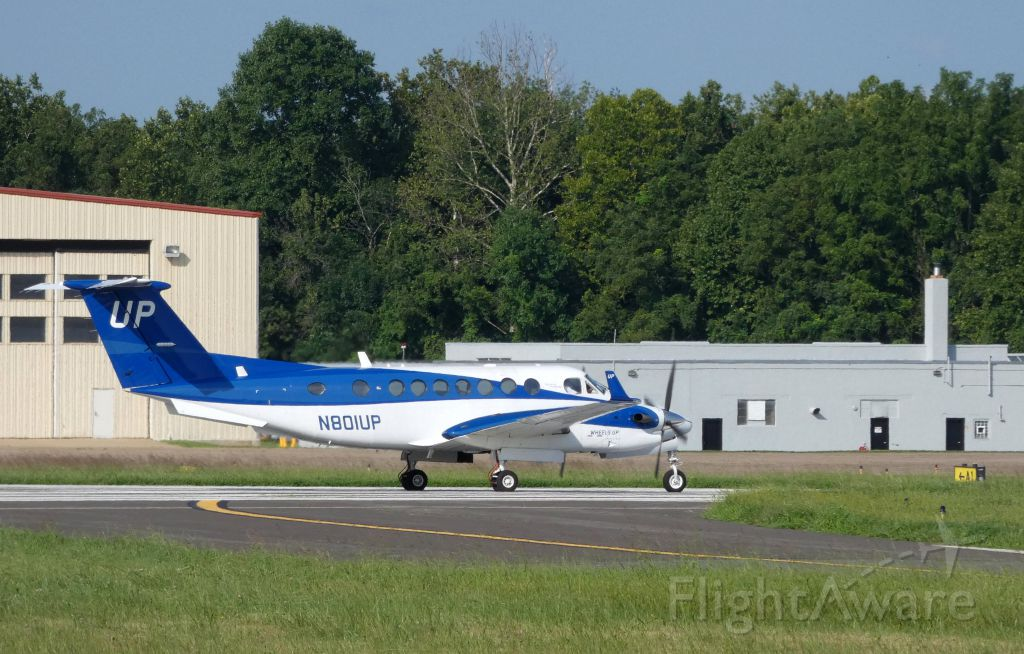 Beechcraft Super King Air 350 (N801UP) - A couple moments until wheels up for this Beechcraft Super King 350 departing in the Summer of 2018.